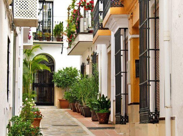 viviendas en calle tipica de andalucia marbella
